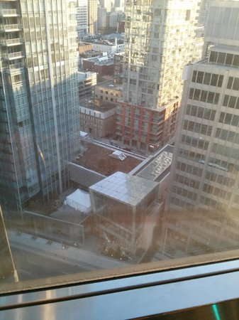Hilton Toronto : view of downtown Toronto from room