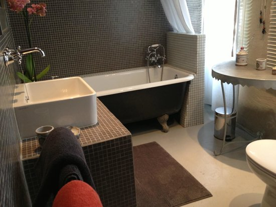 Maison Saint Remy d'Isidore: Banheiro charmoso