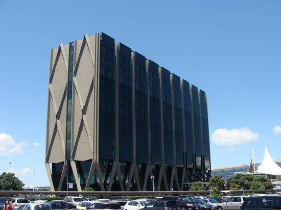 Novotel Auckland Airport: Interesting design