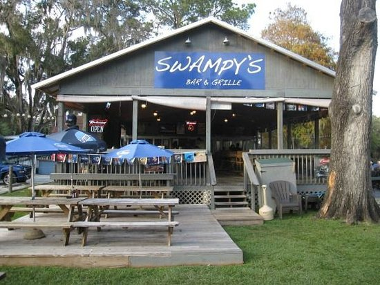 Swampy's Bar & Grille: Straight front view