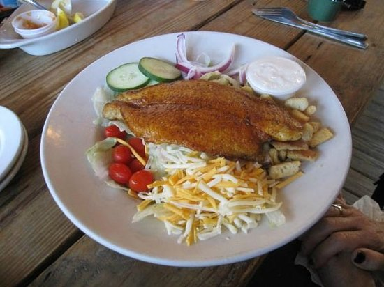 Swampy's Bar & Grille: Garden Salad with Basa Fish
