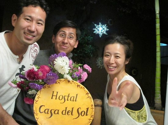Hostal Casa del Sol Oaxaca: Photo with friendly staff 1