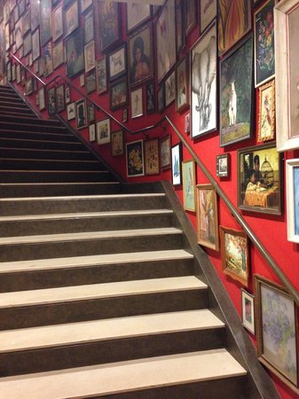 Hotel Lincoln, a Joie de Vivre Hotel: Stairways leading to sitting area and conference rooms
