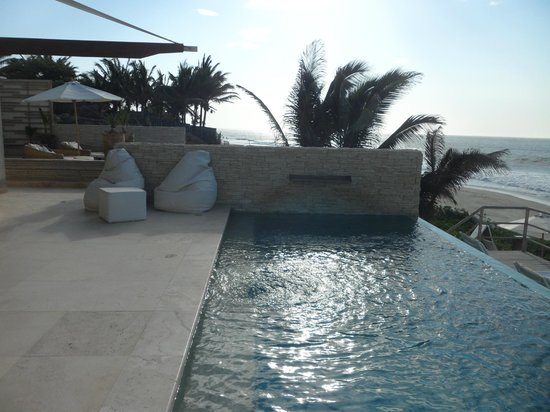 DCO Suites, Lounge & Spa: Piscina