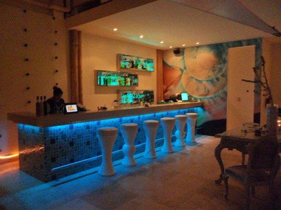 DCO Suites, Lounge & Spa: Bar