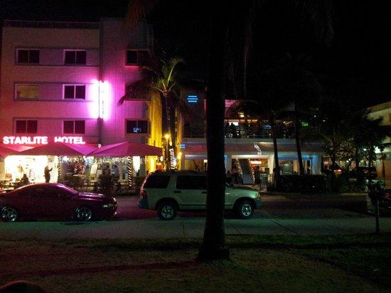 Starlite Hotel: Desde el parque de enfrente