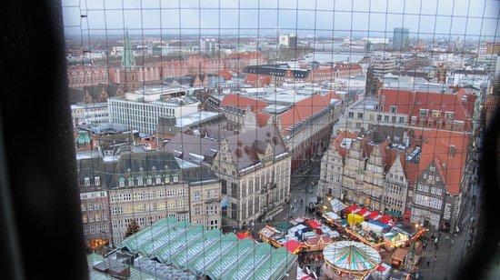 St. Peter's Cathedral (St. Petri Dom): vista del mercado navideño desde lo alto de la torre