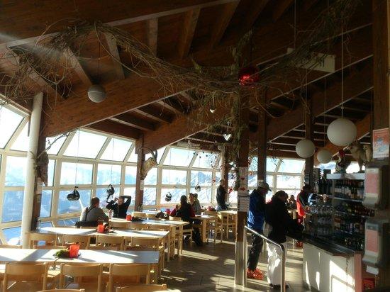 Bergrestaurant Bettmerhorn: Bettmeralp - Bettmerhorn Mountain Restaurant - interior, on the right self service line