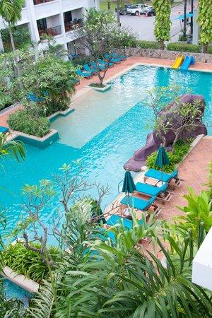 Banthai Beach Resort & Spa : One of the pools