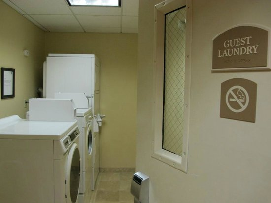 Holiday Inn Express Hotel & Suites Irving North-Las Colinas: laundry room