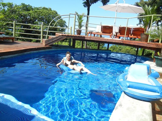 Issimo Suites Boutique Hotel and Spa: nice sized small pool with shallow and 10-12 ft deepend; doesn't get overly crowded