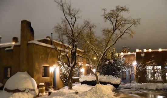 Pueblo Bonito Bed and Breakfast Inn: Santa Fe can be a Winter Wonderland at Pueblo Bonito Inn!