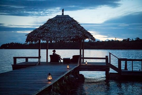 Tavanipupu Private Island Resort: Tranquil evening on the jetty.