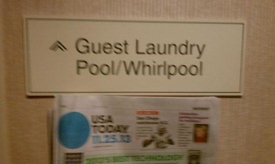 Hampton Inn Dulles-Cascades: Deceptive Signs - No Whirlpool on Site