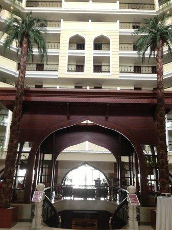 Crowne Plaza Hotel Antalya : from ground floor walking into hotel
