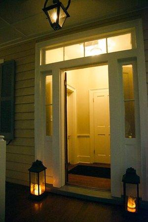 Zero George Street: Candlelit entryway
