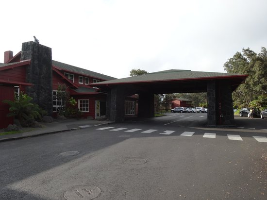 Volcano House: Hotel entrance.