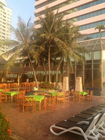 Prince Palace Hotel: pool area