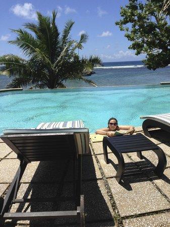 Seabreeze Resort: Pool overlooking the sea