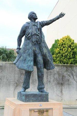Altissimo Montpellier Odysseum : Памятник В.И. Ленину у Театра Героев