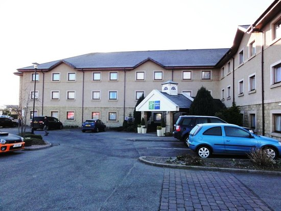 Holiday Inn Express Inverness: Parking