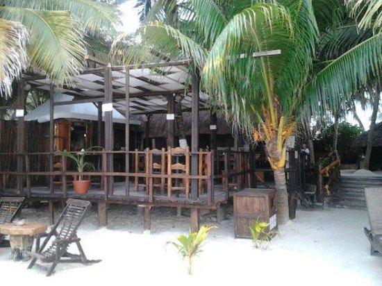 Casa Nostra Restaurant: Terraza abierta al lado mismo de la Playa. El mar a un paso.