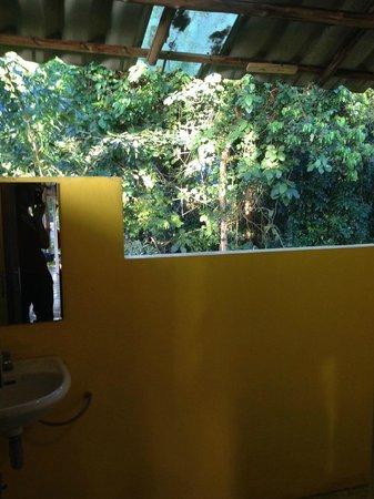 Little Eden Bungalows & Restaurant: open air batrhroom and shower in penthouse