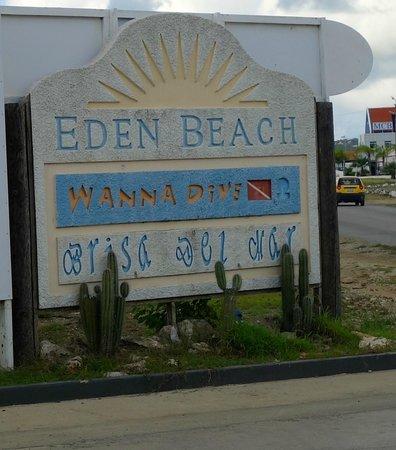 Eden Beach Resort : the sign as you enter