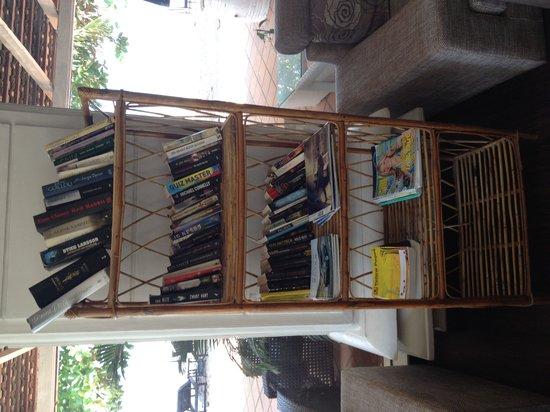 Queenco Hotel & Casino : Bookcase