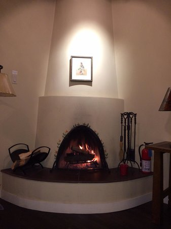 La Plazuela at La Fonda : The fireplace in our room