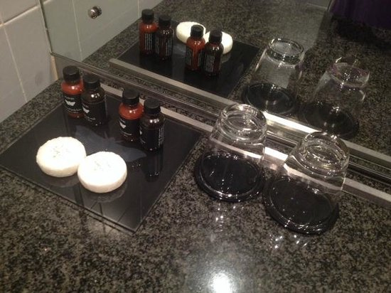 SKYCITY Hotel: Nice quality toiletries