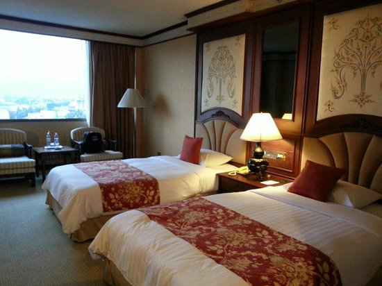 Chiang Mai Plaza Hotel: Deluxe room on 10th floor