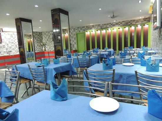 OYO 9298 Hotel Sands Inn: Restaurant