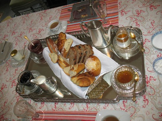 Clos de mondetour : beautiful breakfasts....