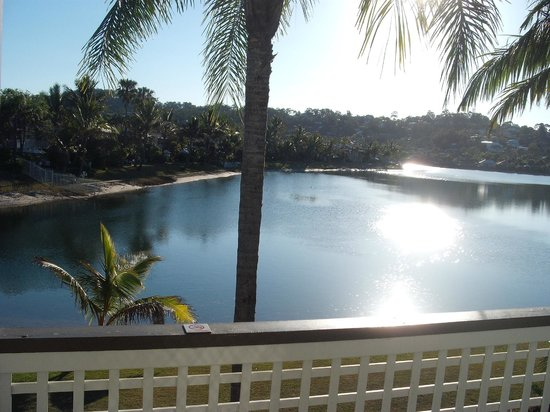 Bay of Palms Resort: View over Lake