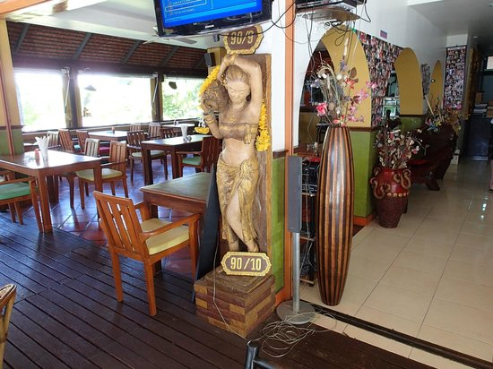 Casa e Mare: Restaurant left, check-in right