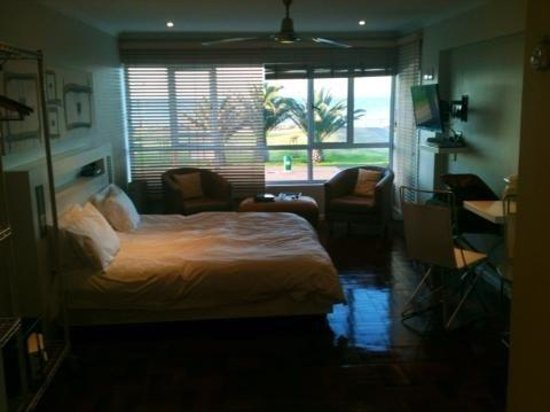 Mouille Point Village: Room