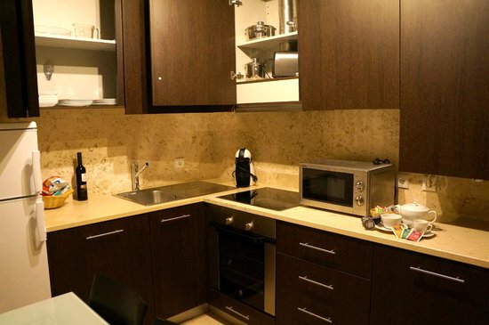 Vitoria Village: The separate kitchen in my room, very well equiped.
