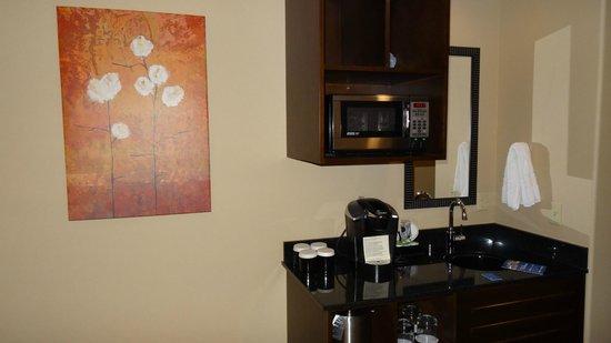 Best Western Premier Ivy Inn & Suites: coffee facilities in room