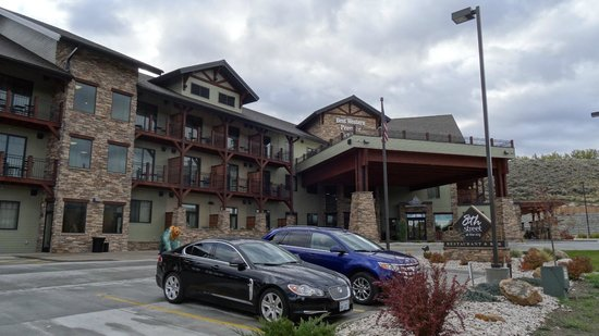 Best Western Premier Ivy Inn & Suites : view at the hotel from the road