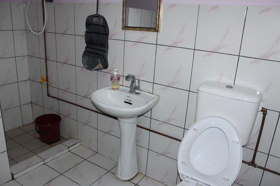 Summer Beach Lodge: Sauberes Badezimmer mit viel Platz