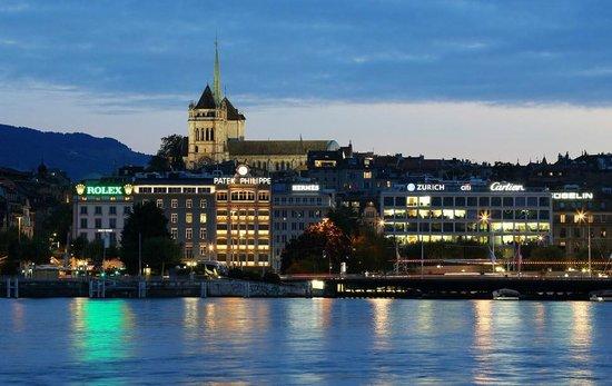 Hotel Bernina Geneve: Вин на собор Святого Петра с набережной Монблан