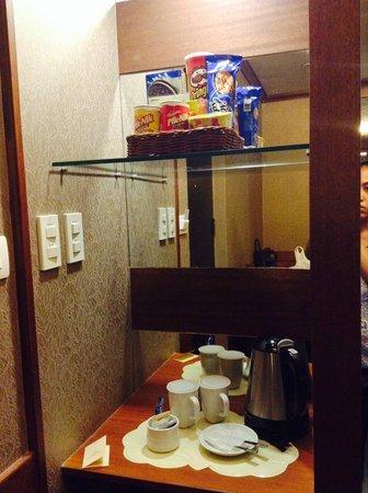 Best Western Hotel La Corona Manila : Mini bar