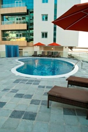 Pearl Marina Hotel Apartments: Swimming pool