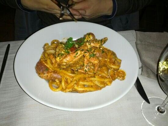 Ristoro La Dispensa: spaghettoni con granchio e cozze... divino