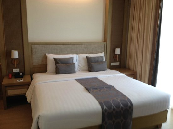 The ASHLEE Plaza Patong Hotel & Spa: Executive Suite Bedroom