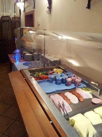 Hotel Mediterran: Breakfast