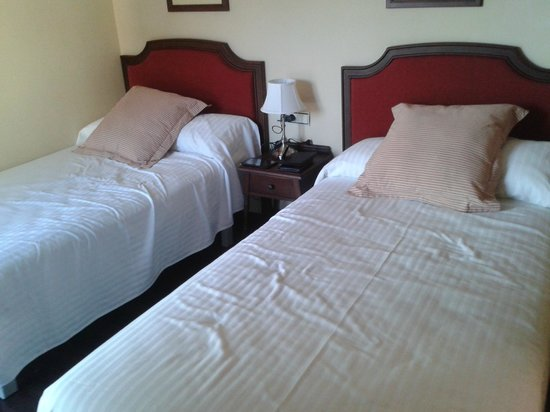 Hotel Villa de Bubion: dormitorio niños