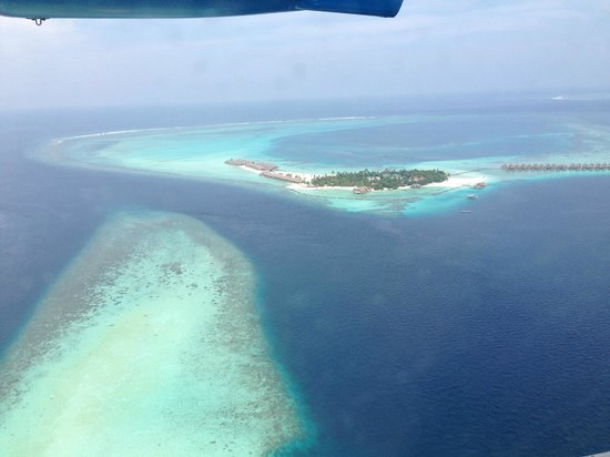 Constance Moofushi: The view of the hotel resort and atoll from the sea plane