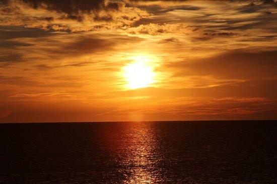 Tryp Malaga Guadalmar Hotel: Потрясающий восход солнца.